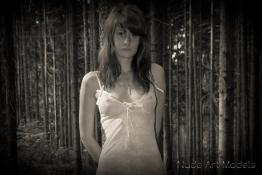 Merrylin - Lost Girl, alone in the forest